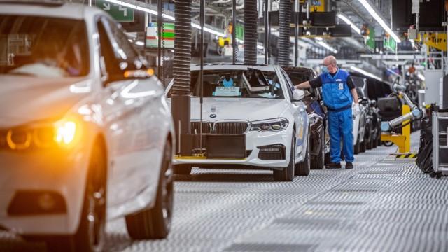 Coronavirus - Produktions-Neustart im BMW-Werk Dingolfing