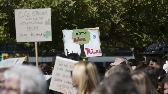 Fridays for Future Demonstration Stichwort Fünf vor Zwölf - 11:55