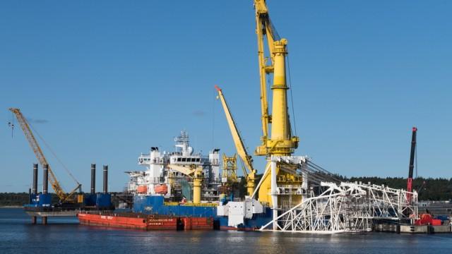 Das russische Verlegeschiff im Fährhafen Mukran für die Pipeline Nord Stream 2