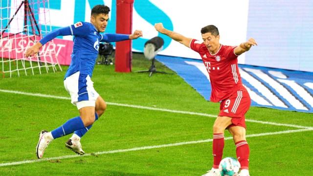 Football Munich - Schalke, Munich Sept 18, 2020. Robert LEWANDOWSKI, FCB 9 trick Flanke fuer Thomas MUELLER, MÜLLER, FC