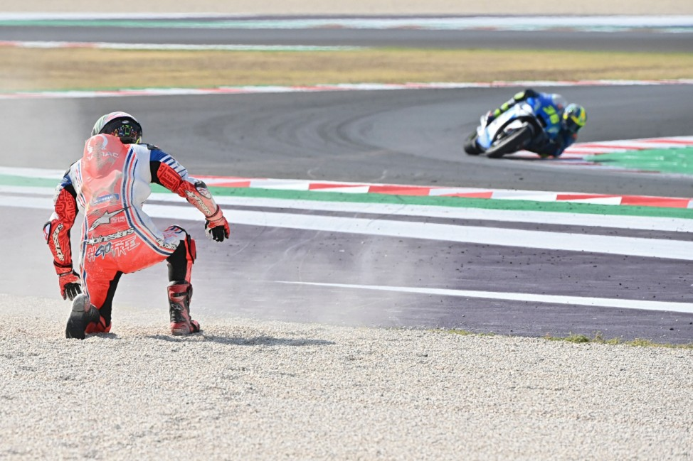 TOPSHOT - Pramac Racing's Italian rider Francesco Bagnaia prepares to stand after he crashed during the Emilia Romagna MotoGP Grand Prix at the Misano World Circuit Marco Simoncelli on September 20, 2020. (Photo by ANDREAS SOLARO / AFP)
