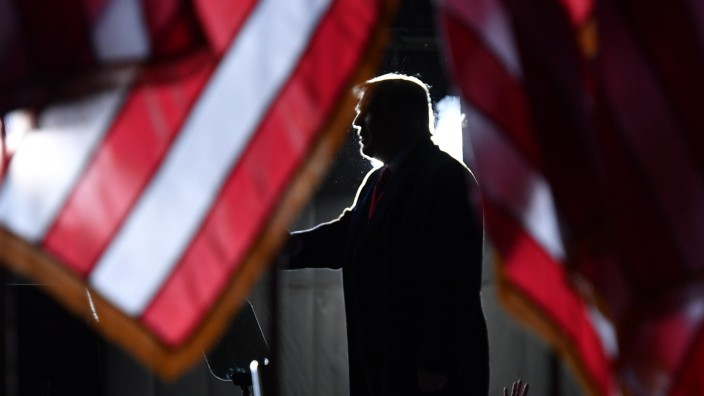 Trump holds election rally in Wisconsin