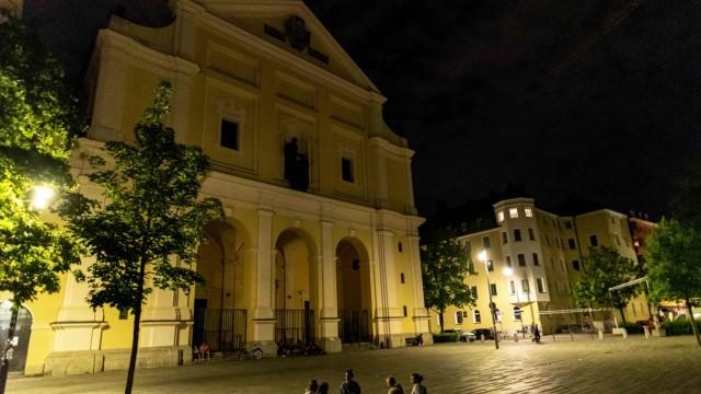 Nachtschwärmer am Josephsplatz in München, 2020