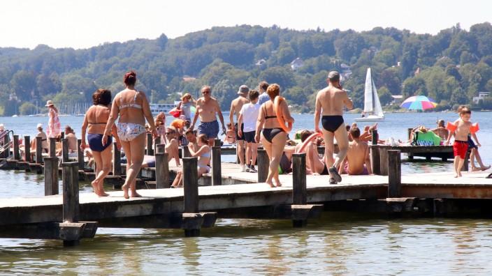 Urlaub im Fünfseenland; Am Badegelände Kempfenhausen