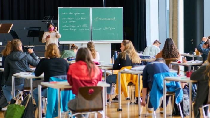 Schule: Klasse eines Gymnasiums in Marktoberdorf während der Corona-Pandemie