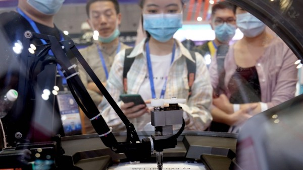 (200915) -- SHANGHAI, Sept. 15, 2020 -- A smart portrait drawing robot is displayed by Peking University at the China I