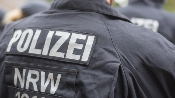 Polizisten einer Einsatzhundertschaft der Polizei NRW NRW Innenminister Herbert Reul besucht Landesr