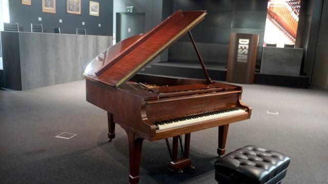 Wladyslaw Szpilman (the hero of Roman Poolanski s film The Pianist) memorabilia are to be auctioned in Warsaw Wladyslaw