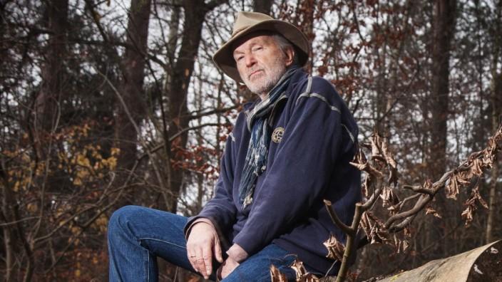 Der Schauspieler Michael Gwisdek in seinem Garten