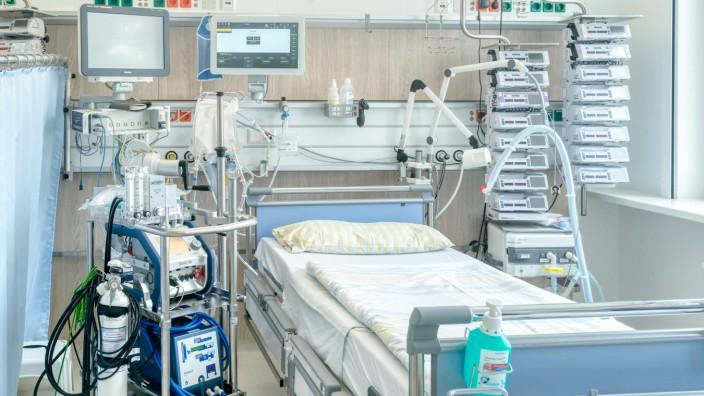 Intensivbett Uniklinikum Dresden Ein Intensivbett in einer Intensivstation der Uniklinik Dresden. Links neben dem Bett s