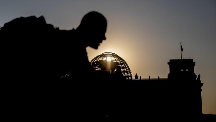 Reichstagsgebäude bei Sonnenuntergang