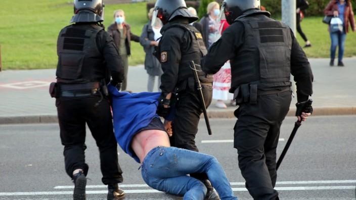 Belarus: Festnahme eines Demonstranten in Minsk