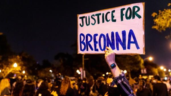 USA: Demonstranten fordern Gerechtigkeit für die von Polizisten erschossene Breonna Taylor