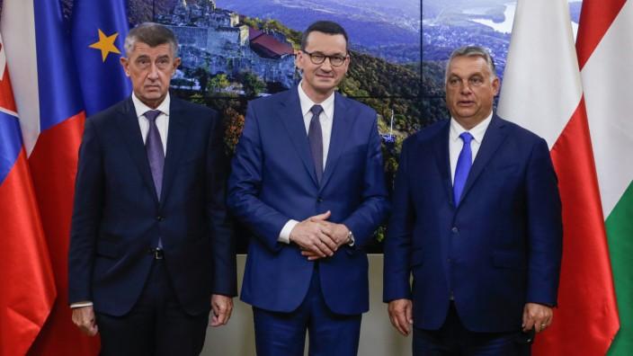 Flüchtlingspolitik: Der tschechische Premier Andrej Babiš, sein polnischer Kollege Mateusz Morawiecki and der ungarische Regierungschef Viktor Orbán (von links) vor dem Gespräch mit EU-Kommissionspräsidentin Ursula von der Leyen in Brüssel.
