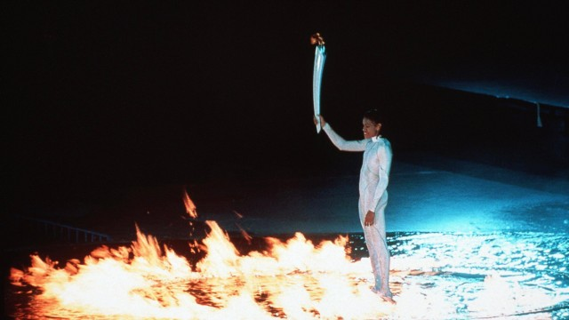 15 09 2000 Sydney Australia CATHY FREEMAN AUS holds the Olympic Torch to light the Olympic Flam; Cathy Freeman