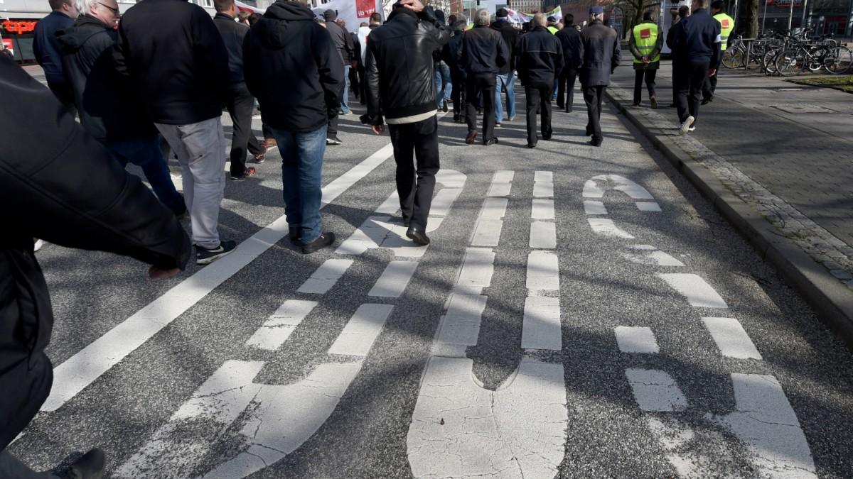 Busfahrer in Bayern streiken für höhere Löhne