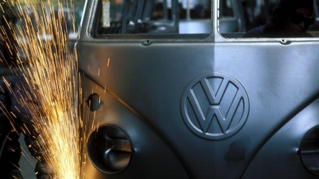 Unternehmen Volkswagen Produktion des VW Transporter T1 in einem Werk der Volkswagen do Brasil