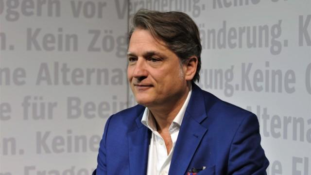 Frankfurter Buchmesse, von 16. bis 20.10.2019 in Frankfurt am Main. Foto: Jakob Augstein, Buchtitel - Im Zweifel links