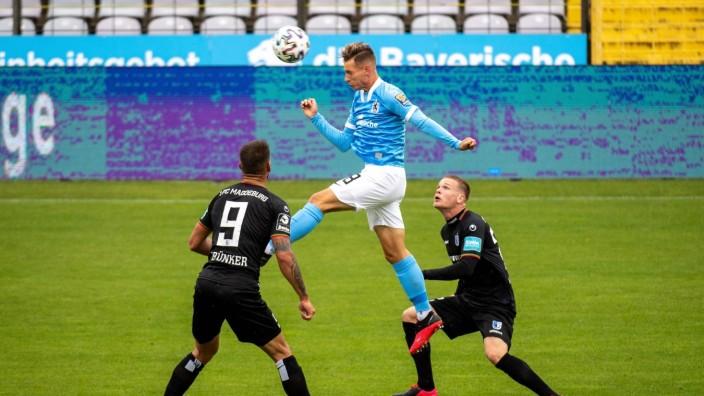 Erik Tallig 8 (TSV 1860 Muenchen), Kai Bruenker 9 (FC Magdeburg), TSV 1860 Muenchen vs. 1. FC Magdeburg, 3. Liga, 26.09