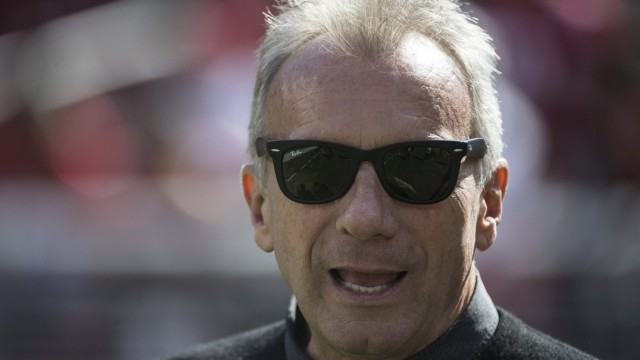 San Francisco 49ers alumni and Hall of Famer Joe Montana is introduced before the game at Levi s Stadium in Santa Clara