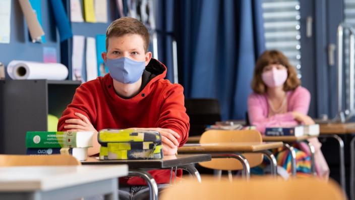 Lehrer, Eltern, Schüler uneins über generelle Maskenpflicht