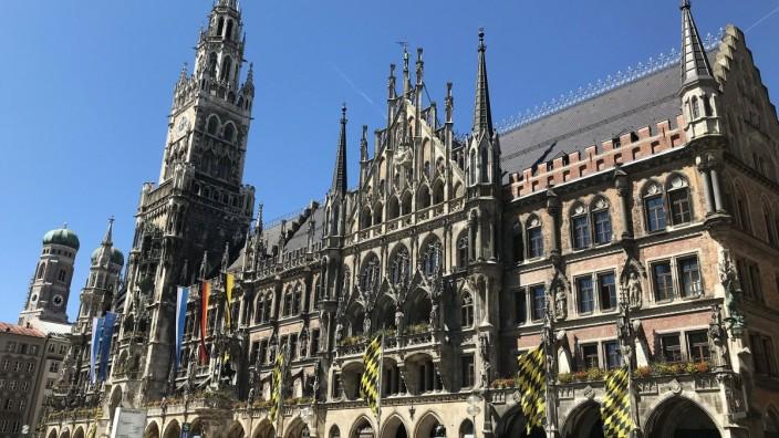 10.06.2020, Muenchen Innenstadt, im Bild: Marienplatz Münchener Rathaus und Frauenkirche *** 10 06 2020, Munich city cen