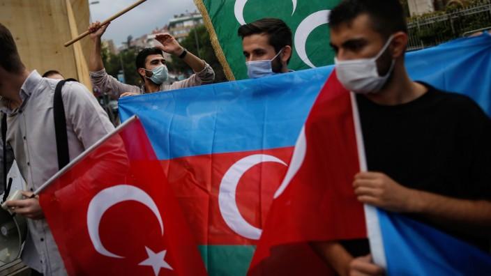 Turkei In Konflikt Um Berg Karabach Gefahrliches Spiel Politik Sz De