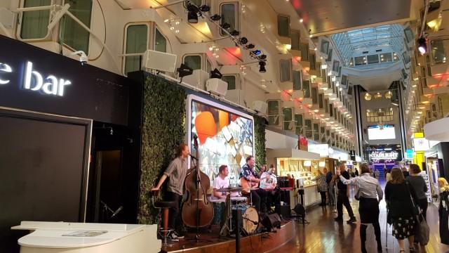 Silja Symphony, Fahrt durch Schären bei Stockholm