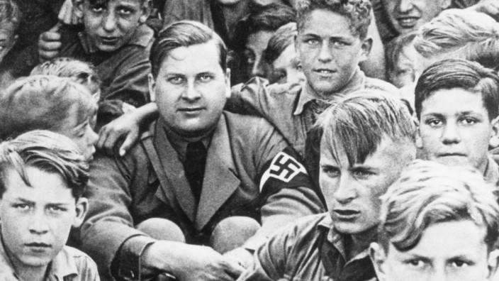 Baldur von Schirach mit Hitlerjungen, 1938