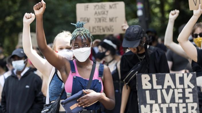 Black Lives Matter Demonstration gegen Rassismus auf der Strasse des 17. Juni. Berlin, 27.06.2020 *** Black Lives Matte