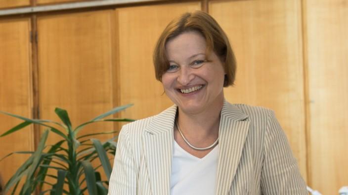 Caroline Trautmann, die in der Prüfungsannahmestelle der LMU sitzt