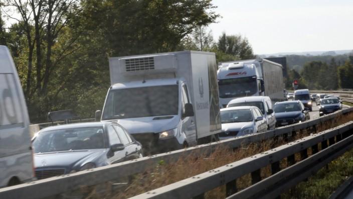 Dichter Verkehr auf der Autobahn