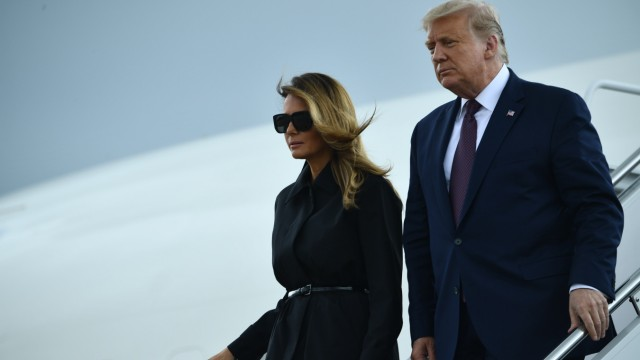 Trump Melania Corona Air Force One