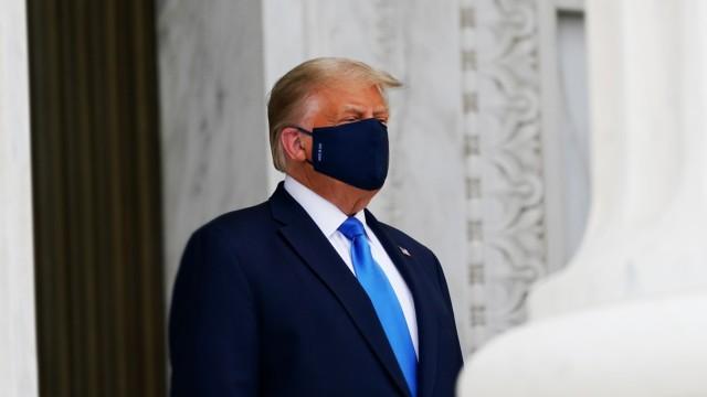 Donald Trump mit Maske während der Corona-Pandemie