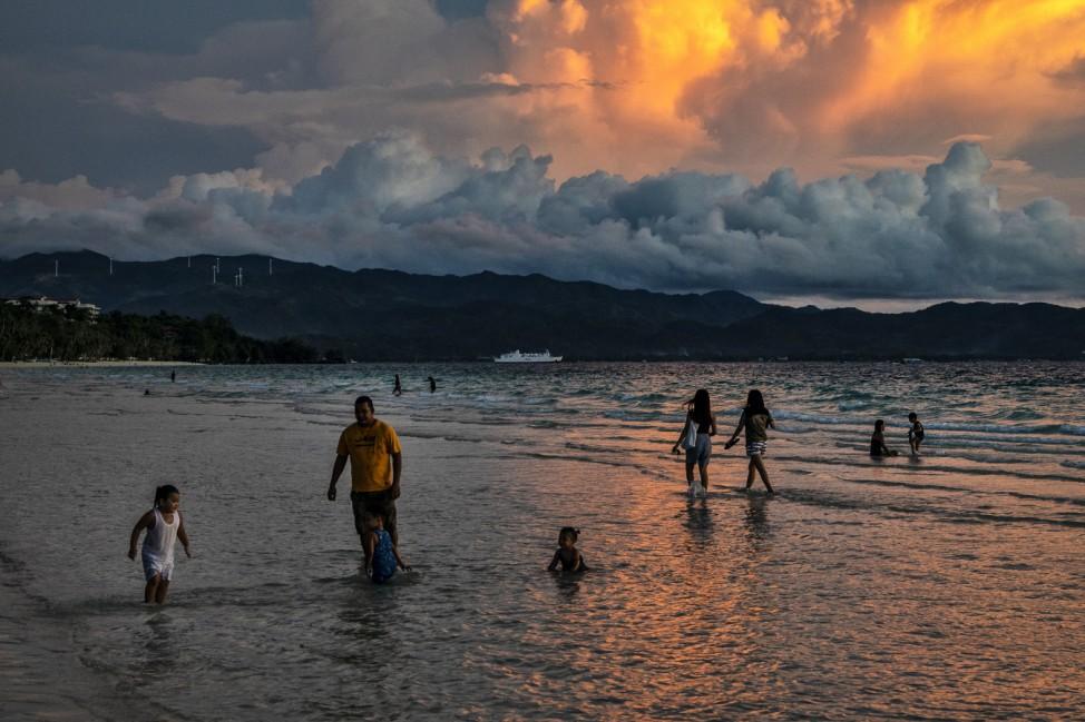 *** BESTPIX *** Boracay Island Re-Opens For Domestic Travellers Following Coronavirus Lockdown