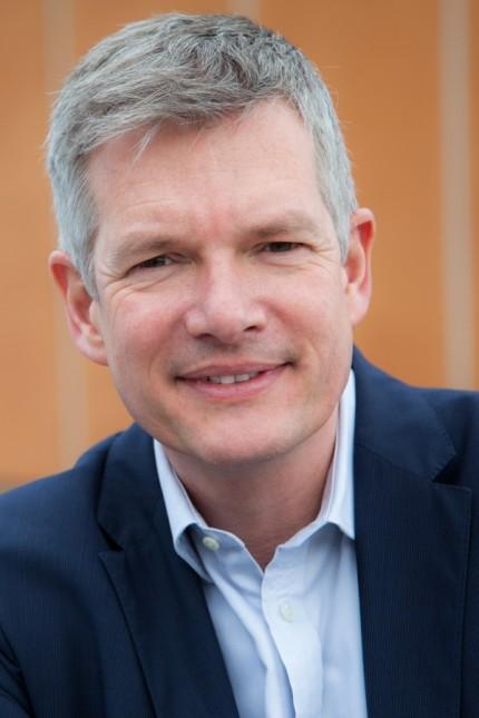 Dr. Tim Stuchtey  ist Diplom-Volkswirt und hat an der Universität Münster studiert und an der Technischen Universität Berlin promoviert.