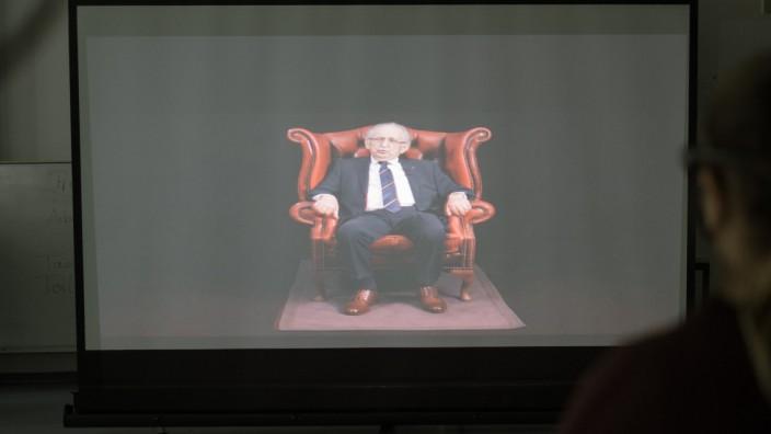 Die 3D-Projektion von Abba Naor auf einer Leinwand