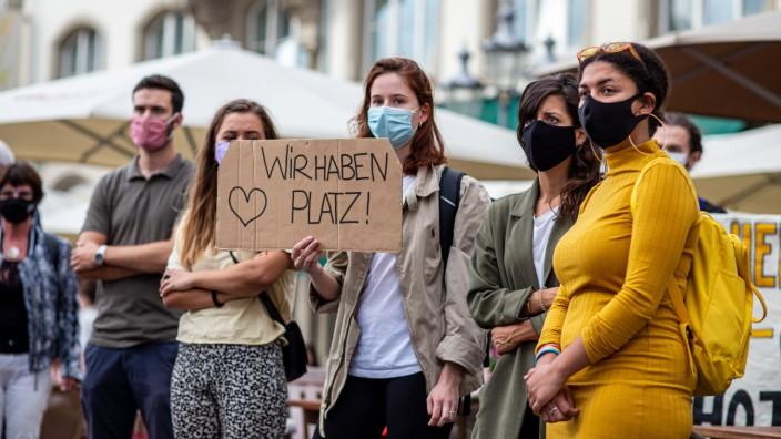 Flüchtlinge in Deutschland: Mahnwache für Geflüchtete aus Moria in Bonn