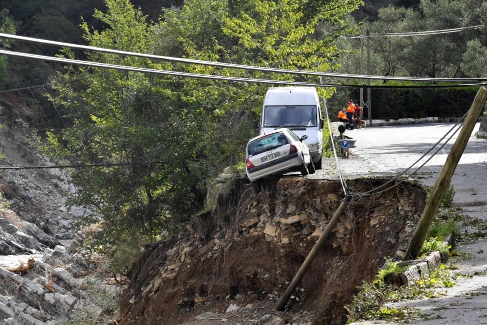 Folgen von Sturm Alex in Frankreich Tempete Alex : des pluies diluviennes suivies de crues soudaines ont cause des degat