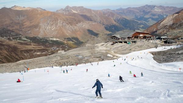 18 10 2018 Hintertuxer Gletscher Hintertux AUT OeSV Training im Bild Übersicht auf die Skipist