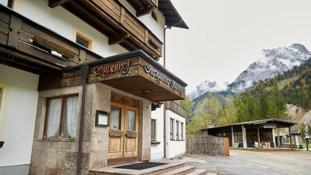 Herzoglicher Alpenhof Hinterriß leer stehendes Hotel Karwendel Österreich Tirol