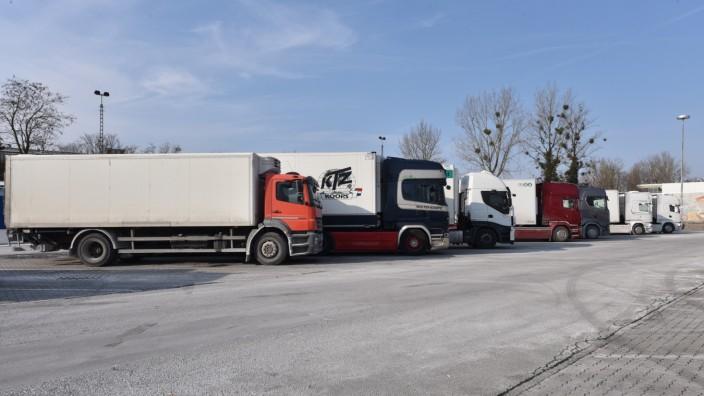 Parkende LKW am Großmarktgelände in München, 2018