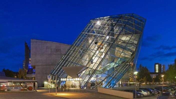 Ufa -oder auch Kristallpalast Dresden. Architekt: Coop Himmelb(l)au Bauzeit: 1996-98 Dresden Sachsen GERMANY *** Ufa or