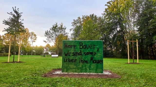Grafinger Mauer - 1.tes Graffiti auf dem CSU-Denkmal