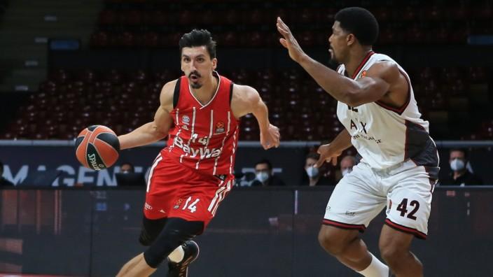 02.10.2020, Euroleague, FC Bayern Basketball vs Olympia Milano, im Bild: Nihat Djedovic (FCB Basketball) vs Kyle Hines