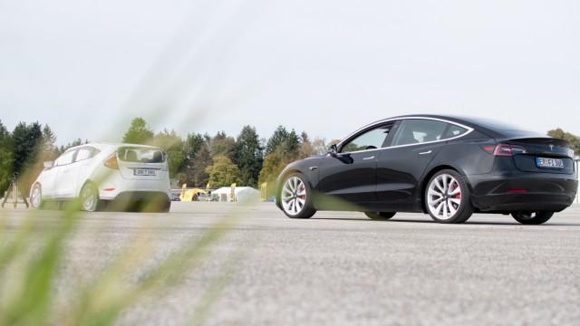 Tesla Model 3 beim ADAC-Test Fahrerassistenzsysteme für EuroNcap