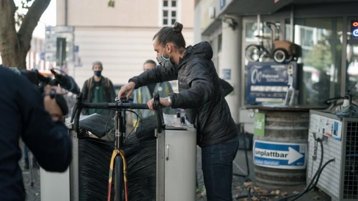 Neues Angebot für Radler: Durchschieben statt selber schrubben: Nach diesem Prinzip funktioniert die Anlage.