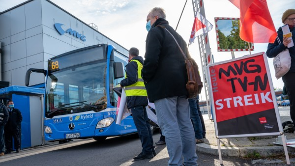 In München ist im Nahverkehr zuletzt mehrmals gestreikt worden, hier Anfang Oktober. Nun ist der Tarifstreit beigelegt - vorerst.