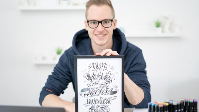 Ungewöhnliche Hobbys: Nach unten gehende Abschwünge: Timo Strauß, Freund des Handletterings.