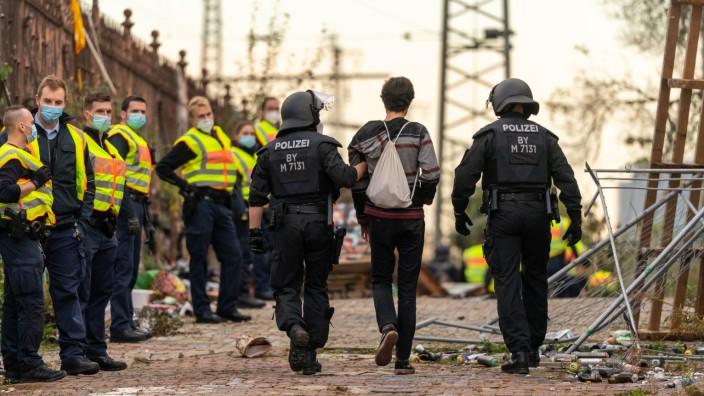 Polizei löst illegale Party in München auf